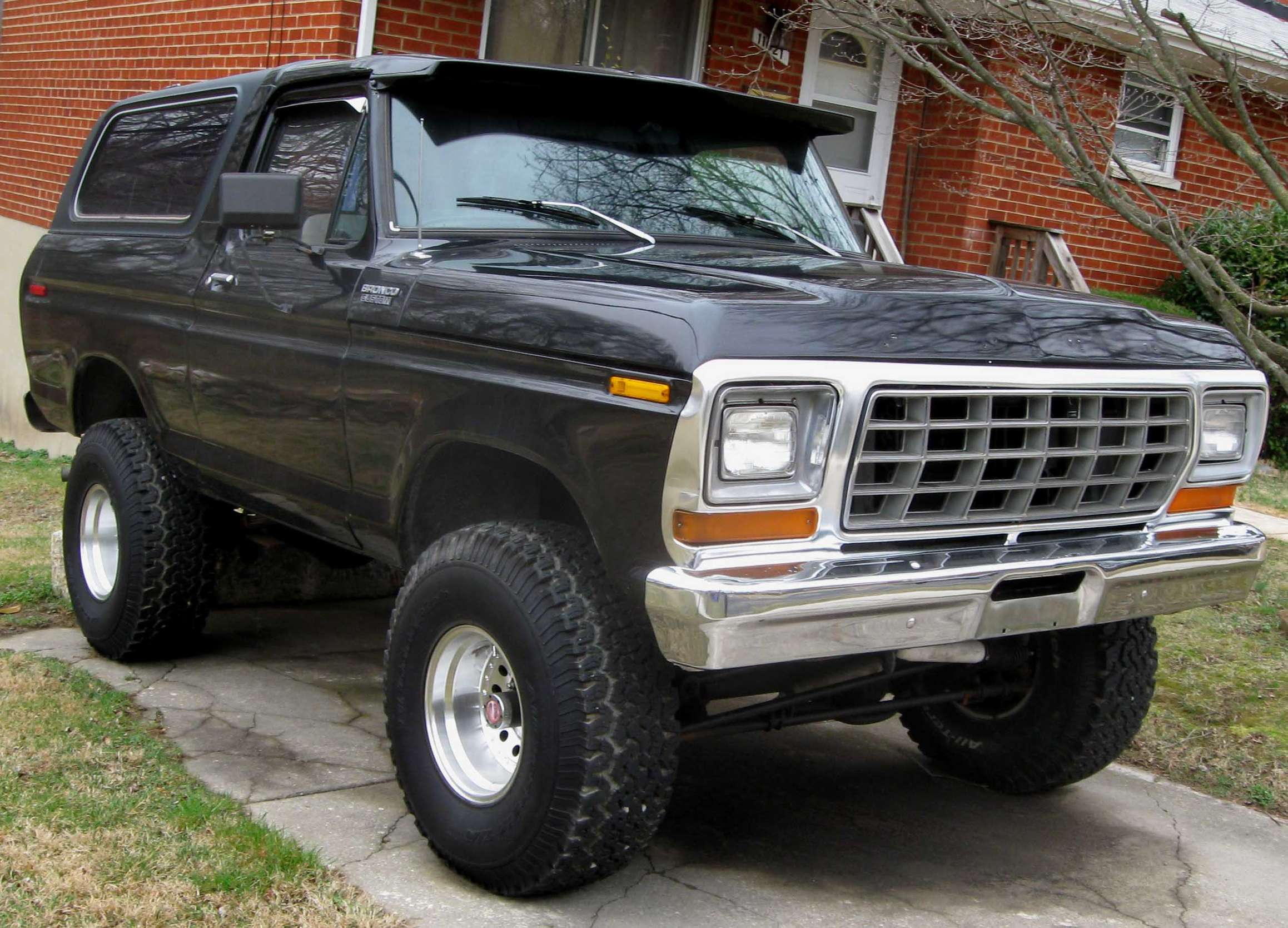 Ford Bronco #8920429