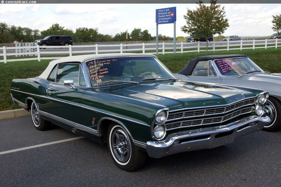 Ford Galaxie #8757393