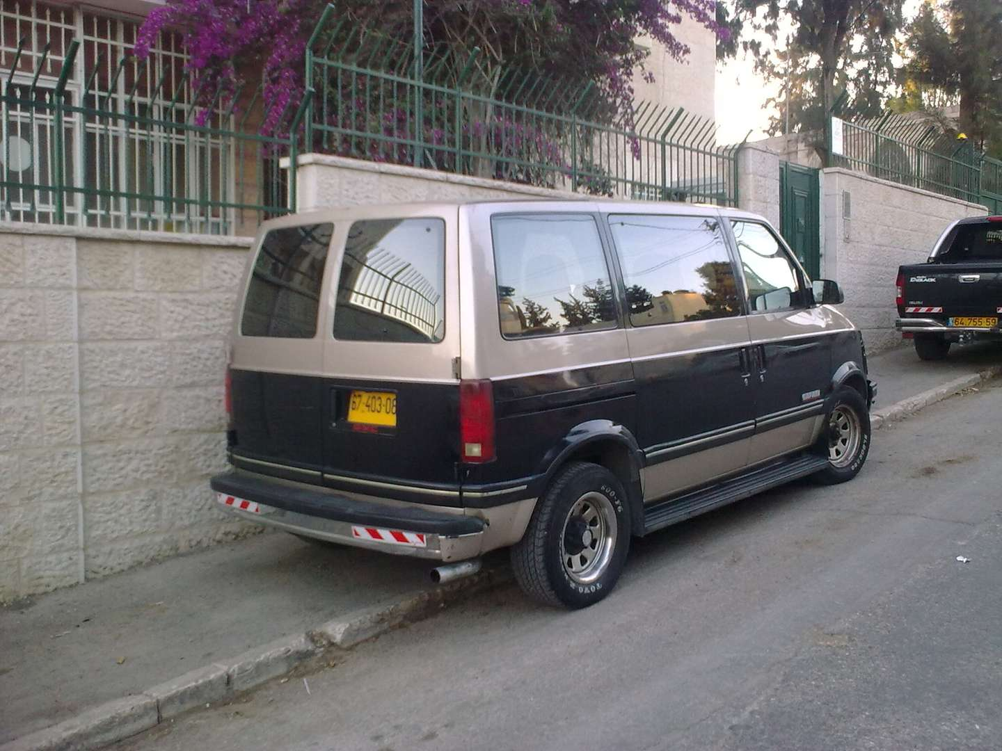 GMC Safari #9921931