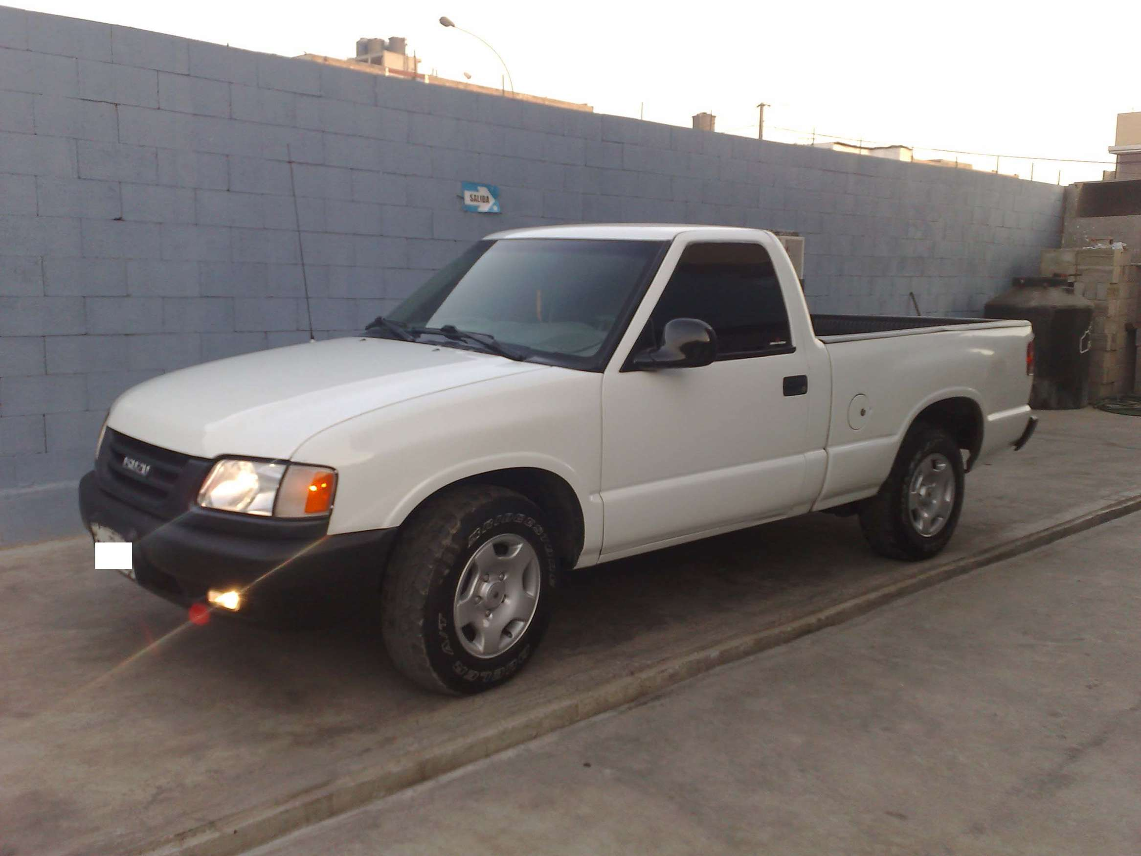 Isuzu Pick-up #9482792