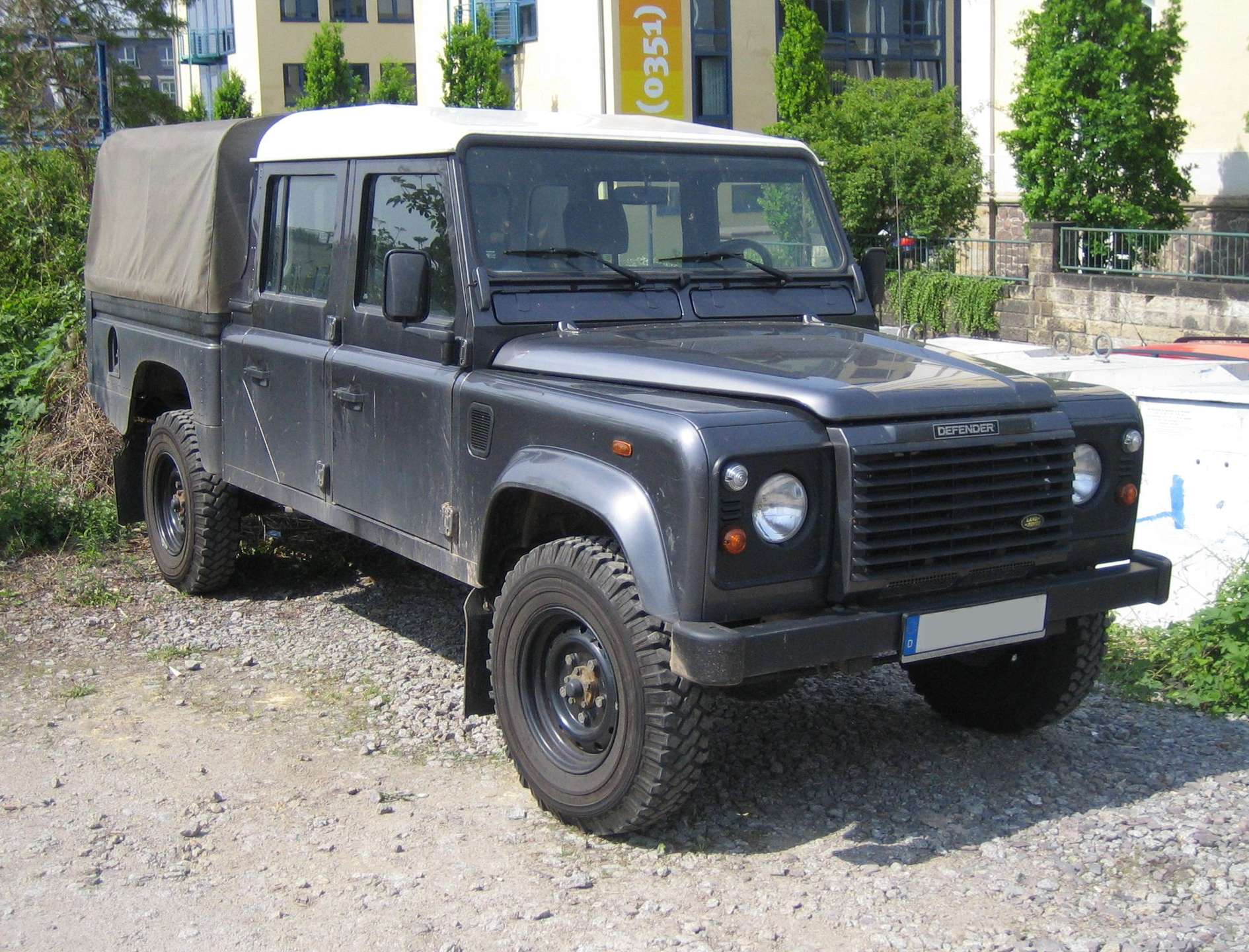 Land-Rover Defender 130 #9139978