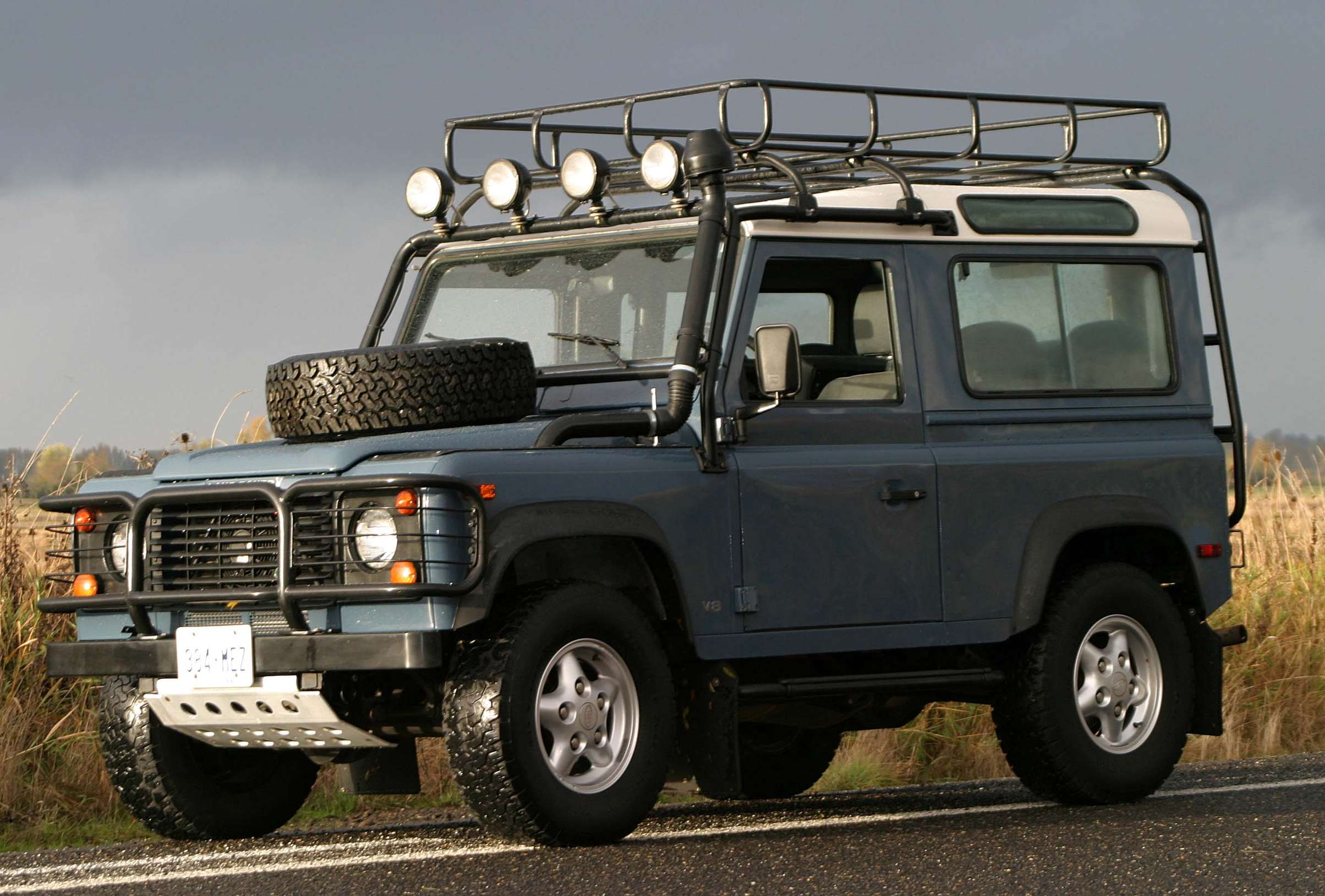 Land-Rover Defender 90 #9147839