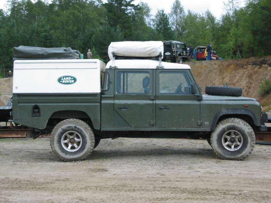 Land-Rover Defender 130 #7454622