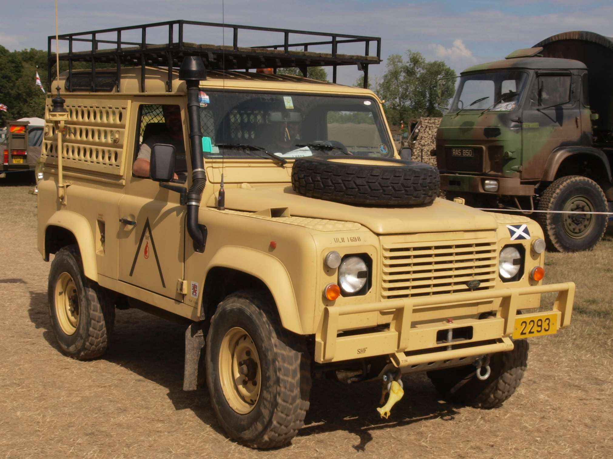 Land-Rover Defender 90 #8402827