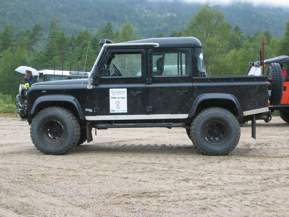 Land-Rover Defender #9606227