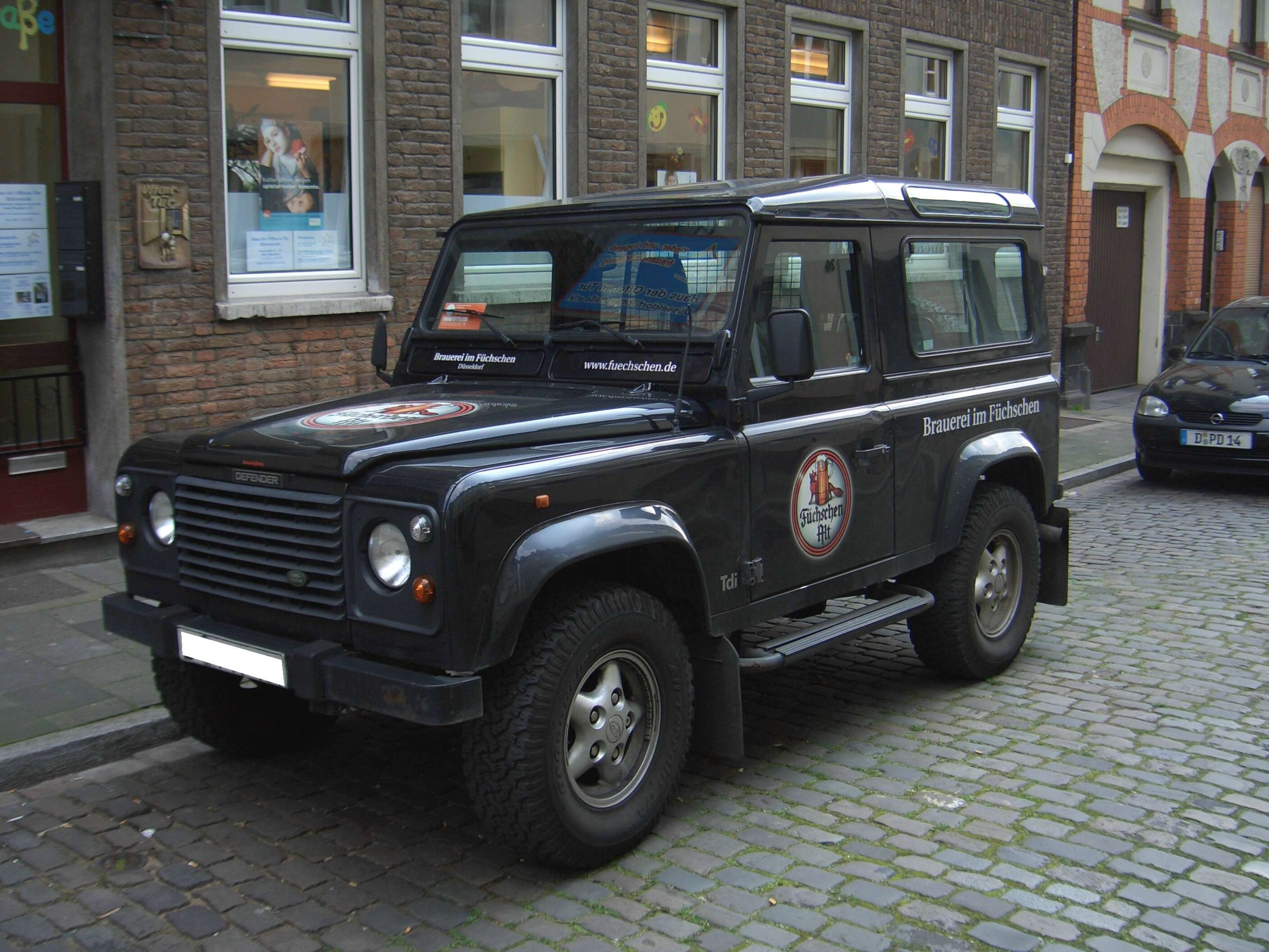 Land-Rover Defender 90 #9546414