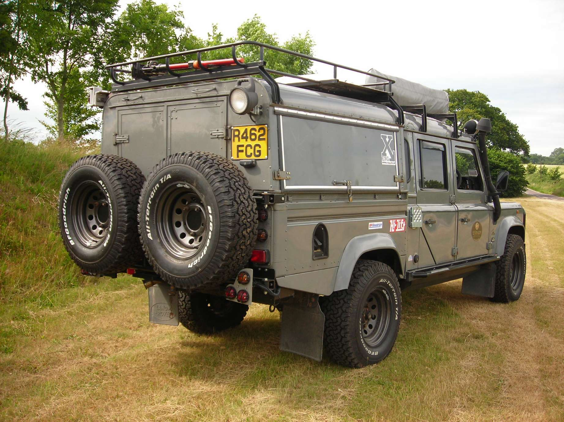 Land-Rover Defender 130 #9560688