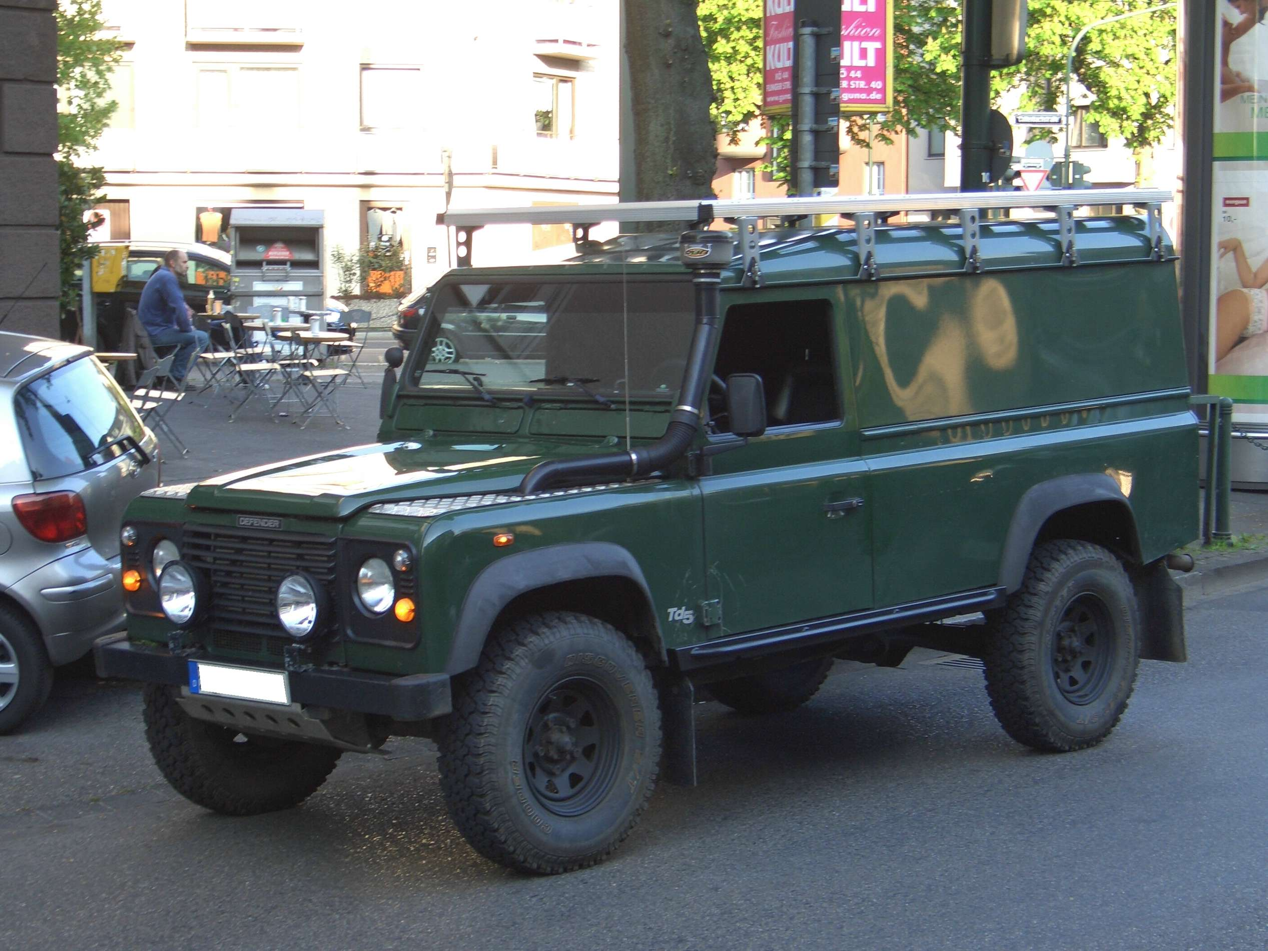 Land-Rover Defender 110 #8397392
