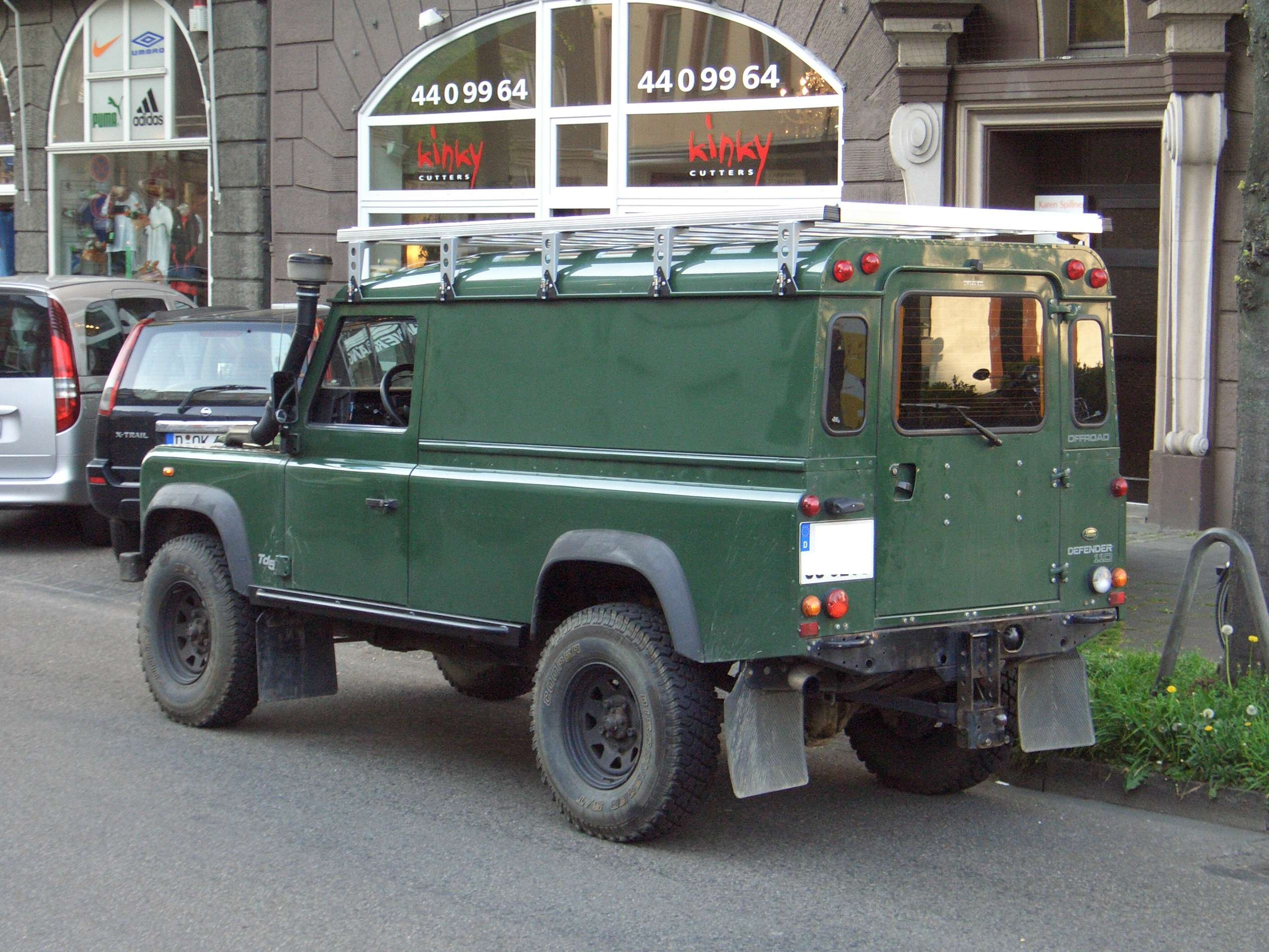 Land-Rover Defender 110 #8216412