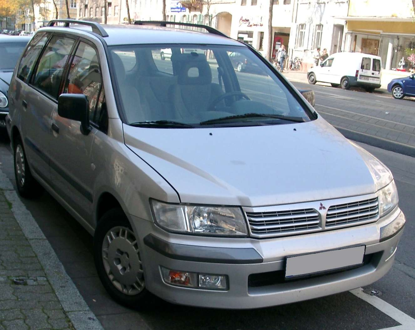 Mitsubishi Space Wagon #7329474