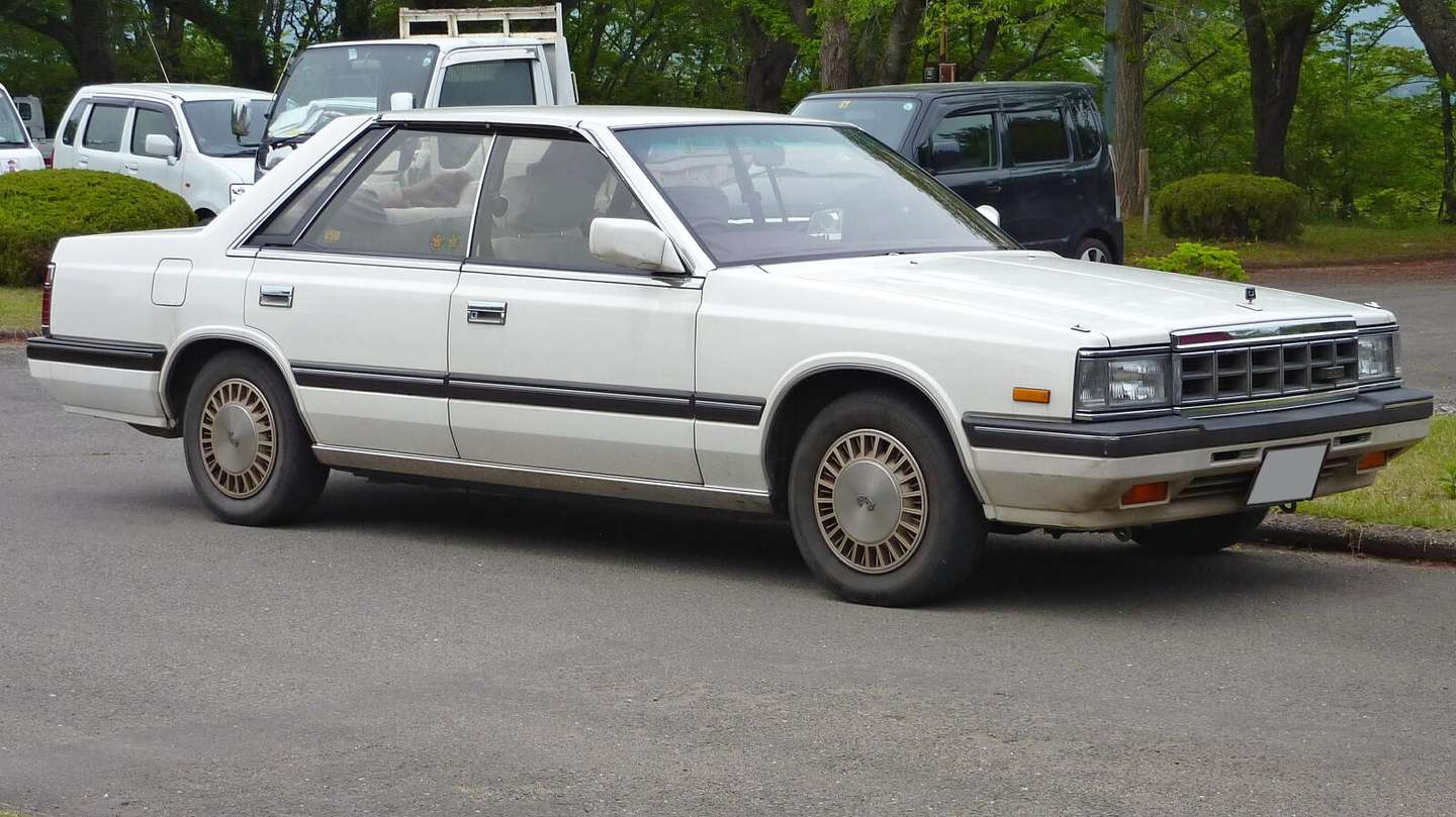 Nissan Laurel #8147490