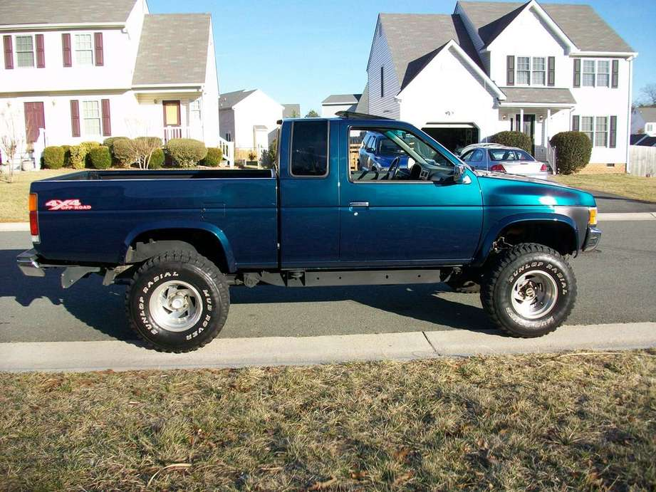 Nissan Pick Up #9960664