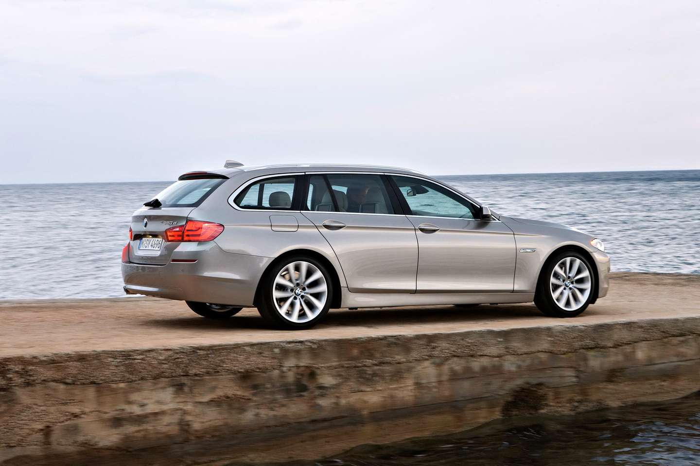 BMW 5-series Touring #9614696