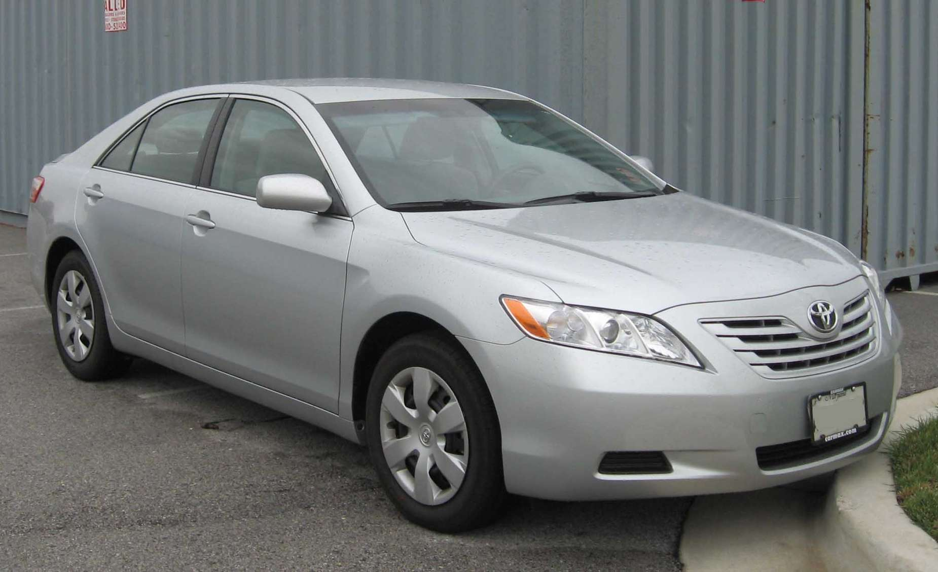 Toyota Camry LE #8831271