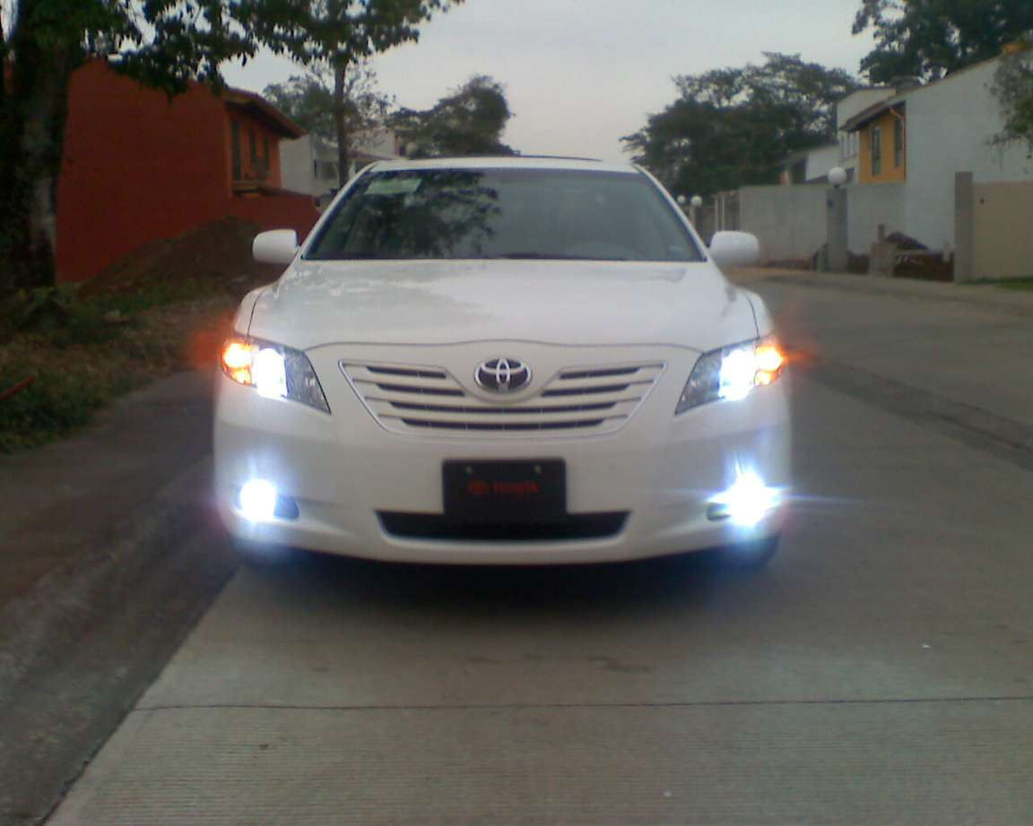 Toyota Camry XLE #8933088