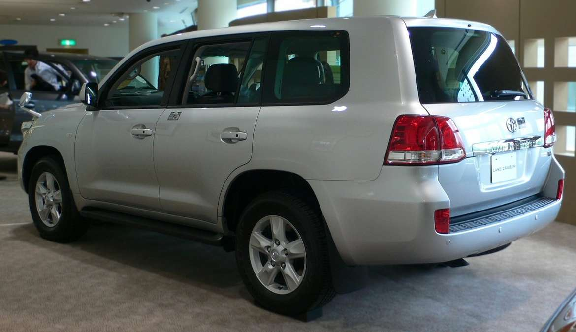 Toyota Land Cruiser 200 #8000214