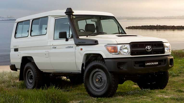 Toyota Land Cruiser 70 #9043200