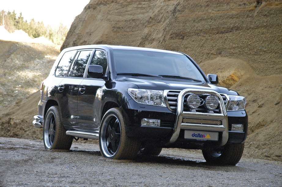 Toyota Land Cruiser V8 #9572790