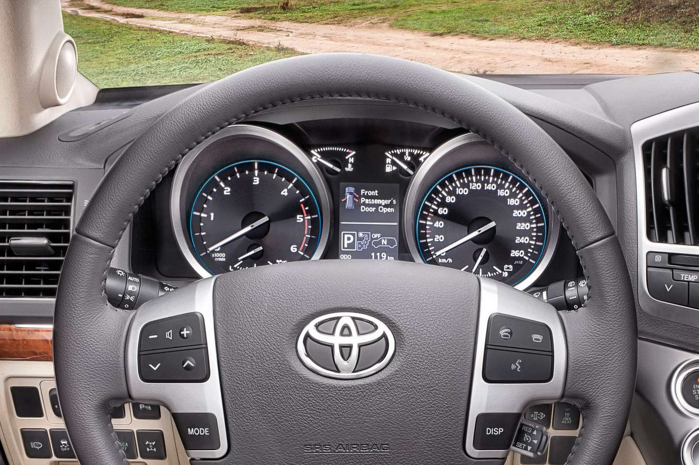 Toyota Land Cruiser V8 #7541184