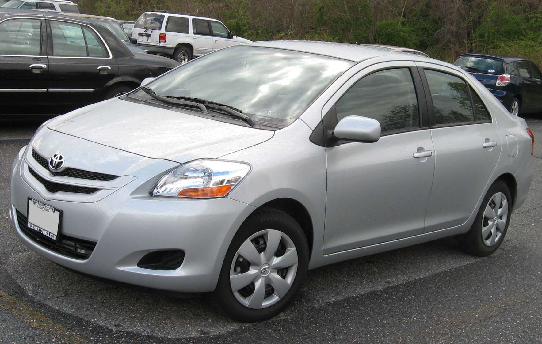 Toyota Yaris Sedan #8624876