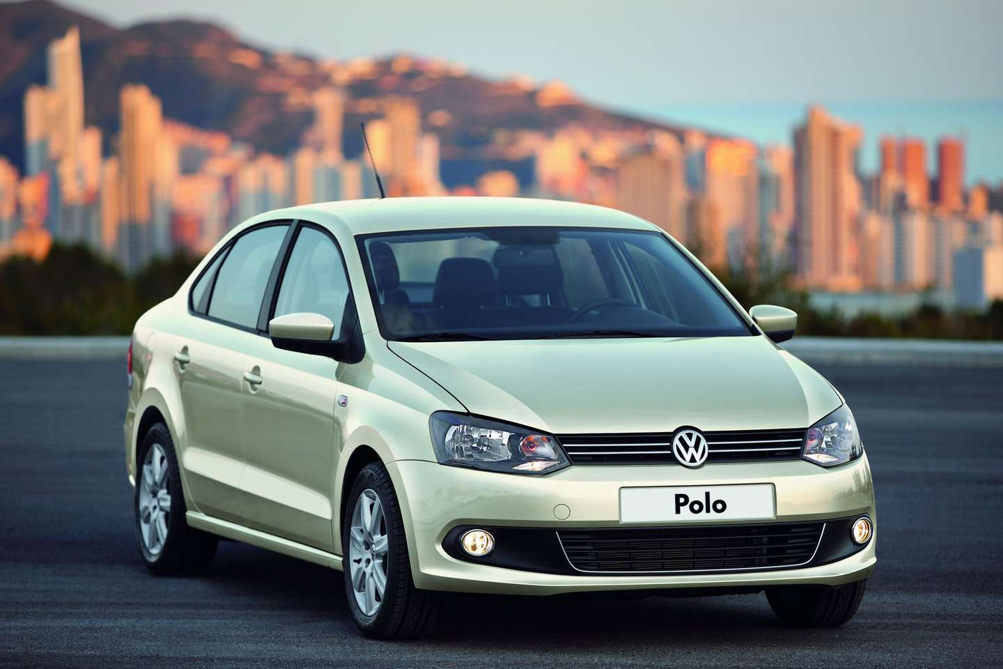 Volkswagen Polo Sedan #7191515