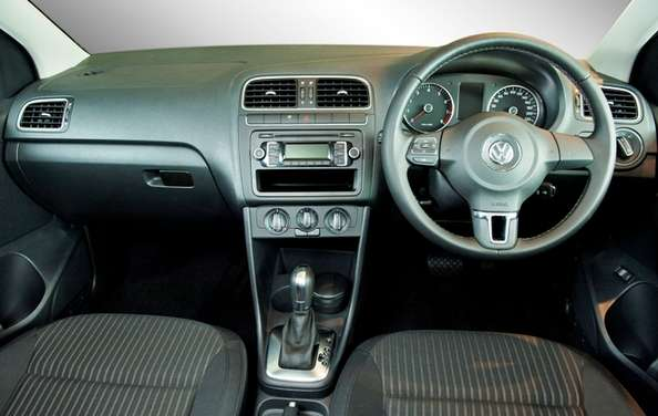 Volkswagen Polo Sedan #8643852