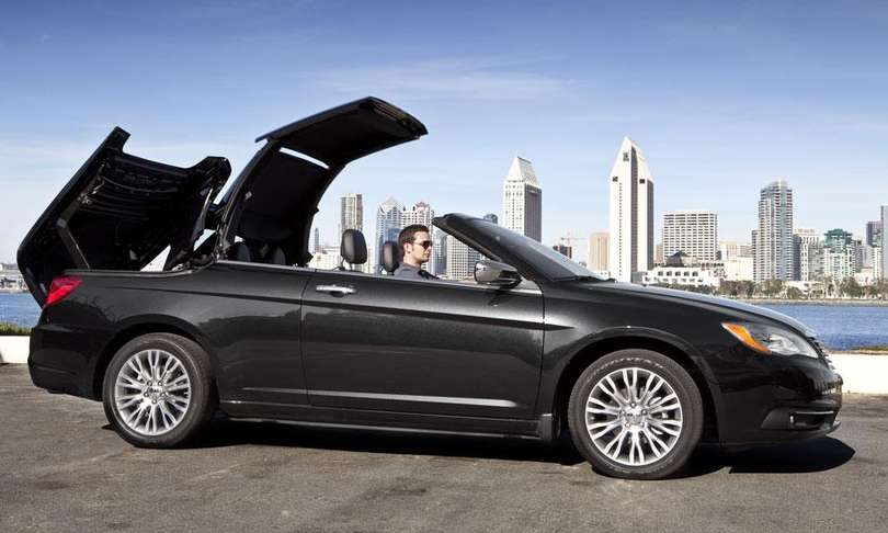 Chrysler 200 Convertible #8817139