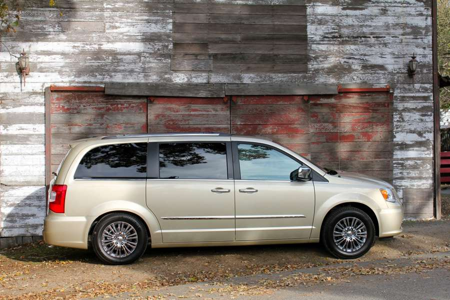 Chrysler Town  Country #9348770