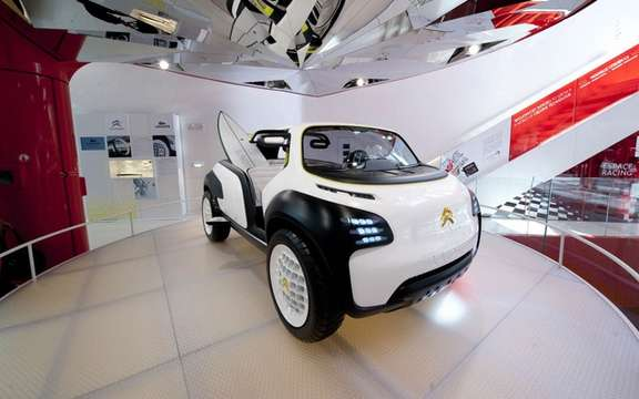 "Citroen exhibited ""a world of Creative Technology"" picture #1"