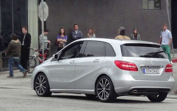 Mercedes-Benz B-Class 2012: She discovers