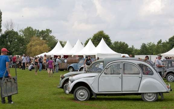The 19th World Meeting of Friends of the Citroen 2CV beats records of participation