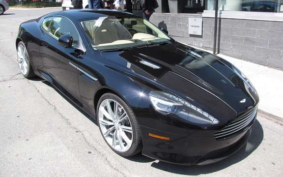 Aston Martin V8 Vantage S and Virage storm the streets of Montreal picture #5