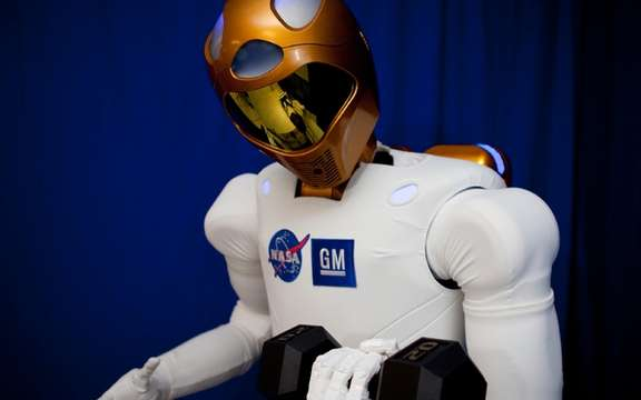 GM presented Robonaut 2, the first humanoid space picture #2