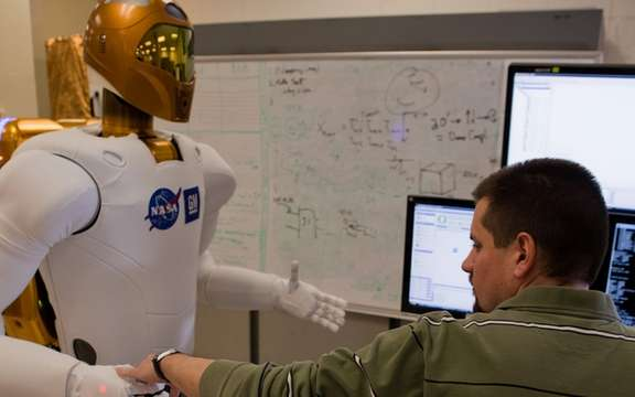 GM presented Robonaut 2, the first humanoid space picture #4