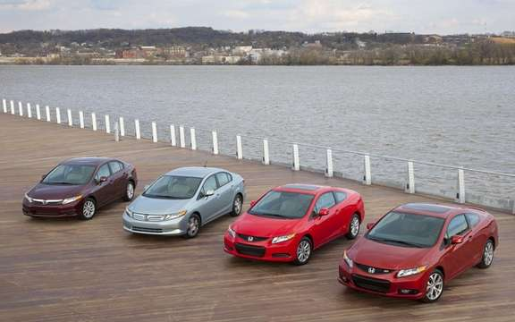 Honda Civic 2012: She makes her entrance at dealerships