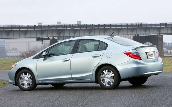 Honda Civic 2012: She makes her entrance at dealerships picture #4