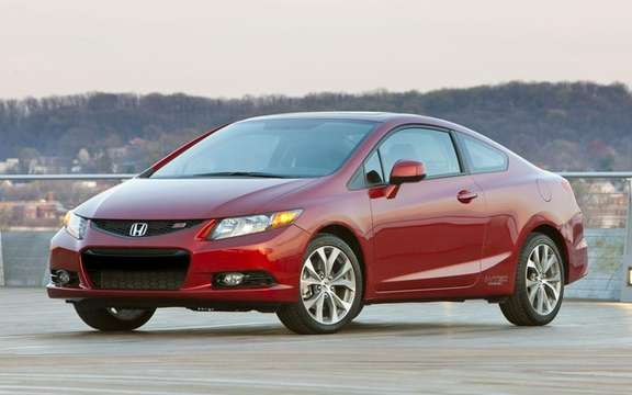 Honda Civic 2012: She makes her entrance at dealerships picture #5