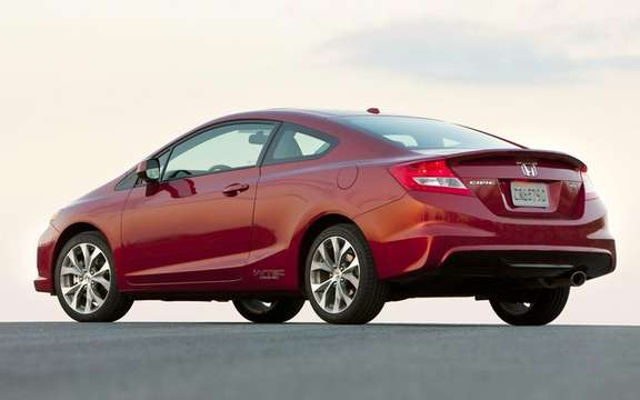 Honda Civic 2012: She makes her entrance at dealerships picture #6