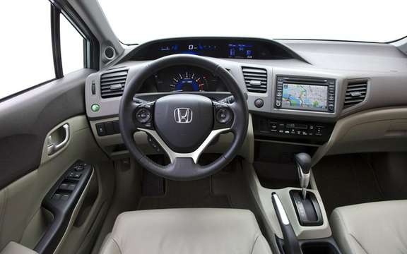 Honda Civic 2012: She makes her entrance at dealerships picture #7