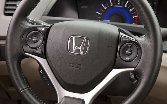 Honda Civic 2012: She makes her entrance at dealerships picture #8