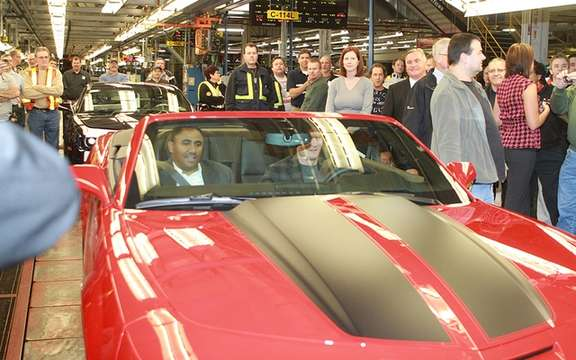 Chevrolet Camaro Convertible 2011: Start of production Oshawa picture #2