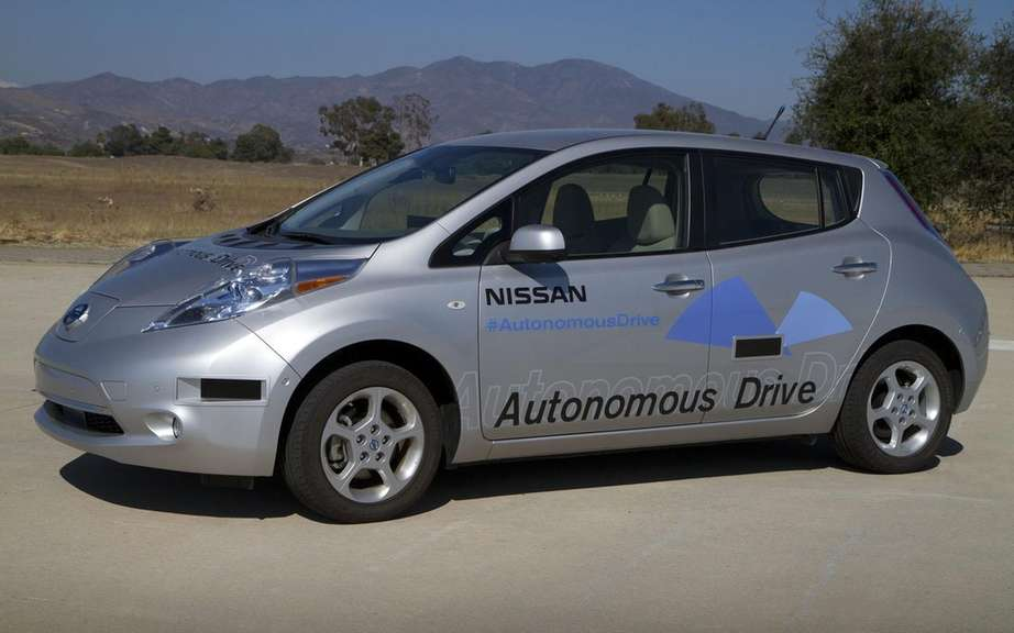 Nissan sells more than 100,000 units of its LEAF picture #2