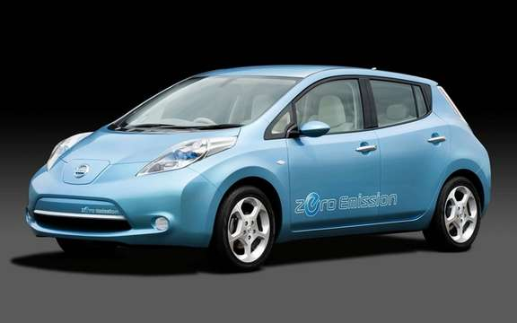 Carlos Ghosn is proud of its Nissan LEAF named Car of the Year 2011 Europeenne picture #1