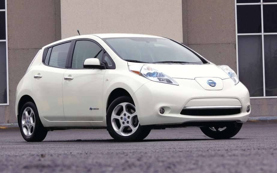 Nissan sells more than 100,000 units of its LEAF picture #3