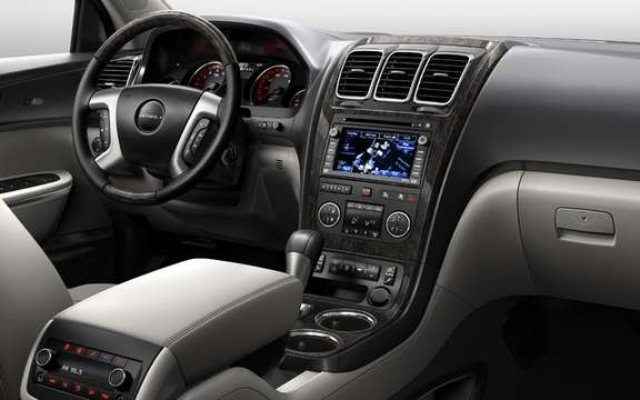 GMC Acadia Denali 2011: The inevitable declination picture #3