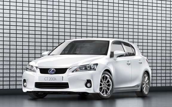 2011 Lexus CT 200h: For less than $ 31,000