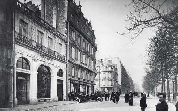 Renault 1910-2010: 100 Years of the French on the Champs-Elysees picture #2