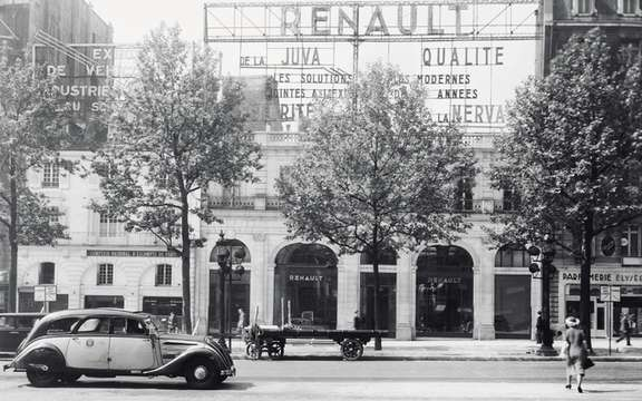 Renault 1910-2010: 100 Years of the French on the Champs-Elysees picture #3