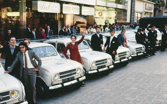 Renault 1910-2010: 100 Years of the French on the Champs-Elysees picture #5