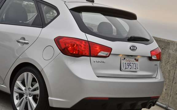 Kia Forte5 2011: A version hatchback very expected picture #4